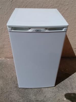 Defy under counter bar fridge,  R1200.00 NOT NEG No EFT, buyer must collect, bring cash Bromhof Randburg Call/whatsapp 0826924086