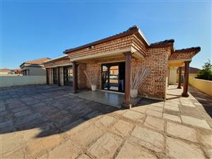 5 BEDROOM HOUSE IN THE ORCHARDS FOR SALE