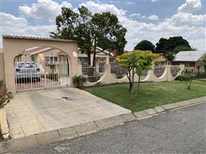 3 bedroom house for sale in Bosmont