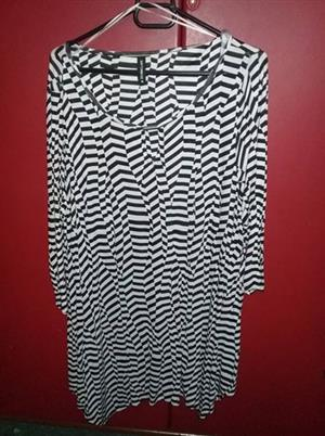 Black and white summer top for sale