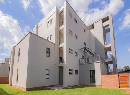 4 Bedroom Apartment For Sale in Kyalami, Midrand