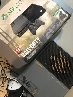 Xbox One Limited Edition Call of Duty: Advanced Warfare Bundle - Hardly used - with Digital Pre-Loaded Games such as Fortnite!