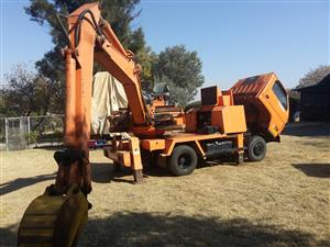 Excavator - Truck mounted - Isuzu - very low hours