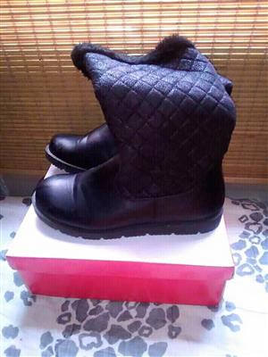 Black fur boots for sale