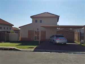 Beautiful dubble story house in security estate Brettenwood security estate Witbank for sale