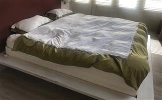Simmons Crescendo Beautyrest king size extra length mattress