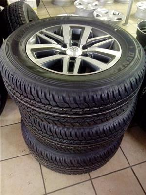 Toyota Fortuner 18 inch with 265/60/18 new Dunlop tyres R12250 set.
