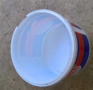 5 litre food grade plastic buckets with lids & handles