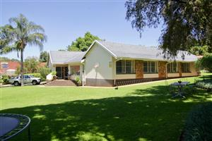 Well maintained 4-bed house with beautiful garden