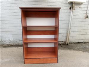 Brand new 2 adjustable shelf bookshelf