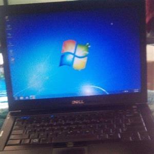 ek verkoop n laptop Dell soek 2500 of naaste aanbod ek die geld dringend nodig