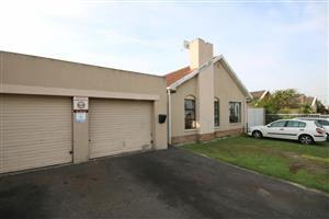 MAKE THIS YOUR FIRST CHOICE! MORGENSTER, BRACKENFELL AND CLOSE TO ALL AMENITIES AND SCHOOLS!