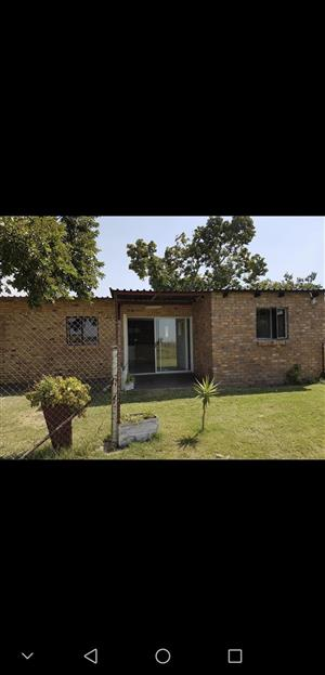 2 bedroom on small holding in Onderstepoort