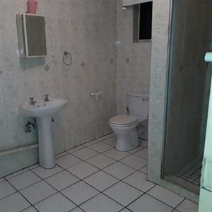 Batchelor flat to let @ R4200 p/m