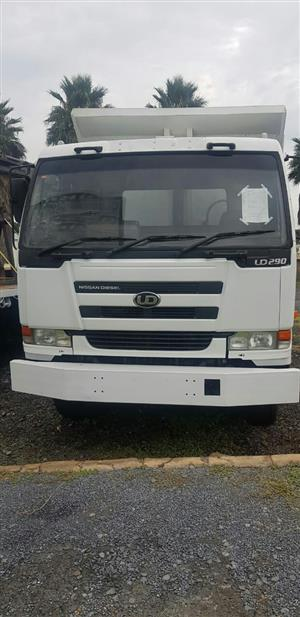 2006 Nissan UD290, 10CUBE tipper truck for sale. Mileage is 264913km