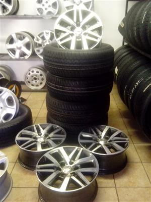 Toyota hilux/fortuner original 18 inch rims with 265/60/18 Dunlop R13000 set