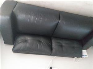 2.6 m black leather couch for sale, URGENT