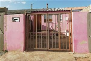 A MEADOWLANDS HOUSE IN ZONED  3 WITH 3 ROOMS FOR SALE