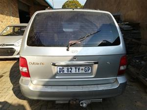 KIA CARNIVAL 2.5 2000 STRIPPING FOR SPARES
