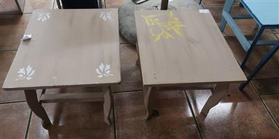 2 Wooden leaf sequence tables