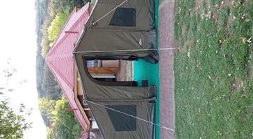 Oz RV5 Tent met Tag-along en Deluxe sypanele en voorpaneel met volledige stel pale en tentpenne.