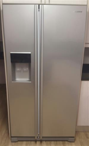 Samsung 660L Side-by-Side Fridge/Freezer with water and ice dispenser. Frost Free. Still in very good condition. R8 900-00  Phone Mark 084 247 4726