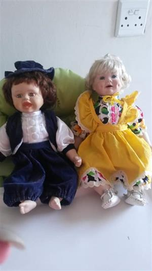 Blonde and brunette dolls