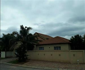 Investment ! Townhouse Complex