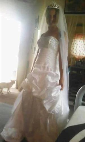Wedding dress size 32 white with diamond sequence