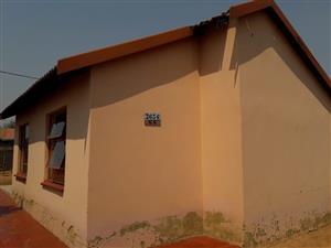 HOUSE FOR SALE SOSHANGUVE GG PHUMULONG STREET R350 000