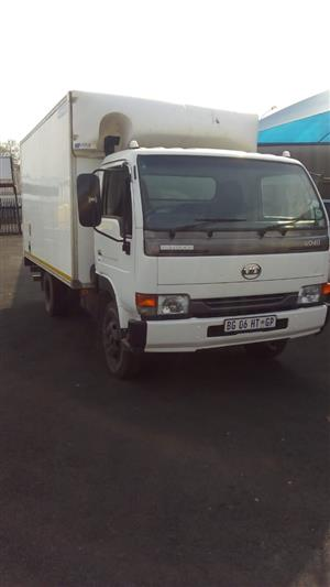 2011 Nissan UD40 Closed Body Truck