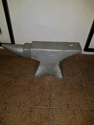 101kg blacksmith anvil / aambeeld