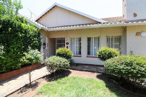 4 Bedroom House For Sale in Orange Grove, Johannesburg