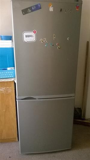 260L FRIDGE IN GOOD WORKING CONDITION