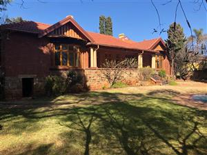 Houghton Estate - 4 bedrooms 2 bathrooms house available R20000