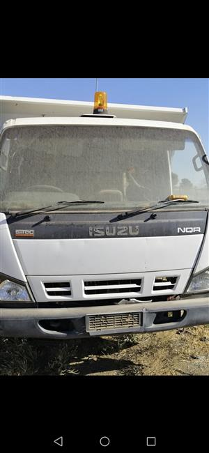Stripping Isuzu NQR 500