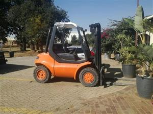 Linde FD 3.5 ton all terrain machine