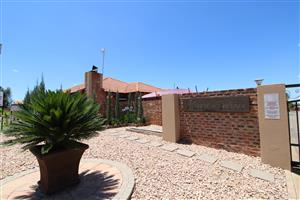 Sought after complex - Superb 4-bedroom, 2-bathroom, low maintenance house.