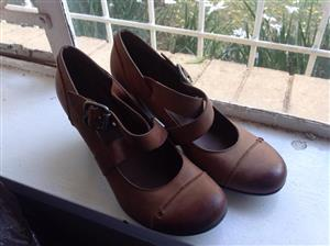 Brown strap leather shoes
