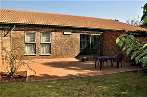 Simplex Townhouse For Sale in Centurion for only R1 095 000!! De Montille Security Complex!