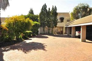 Rivonia - Fully furnished 2 bedrooms 2 bathrooms ground floor apartment available R11900