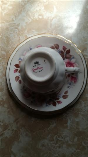 12 Queen Anne Bone China Vintage England Trio's for Sale