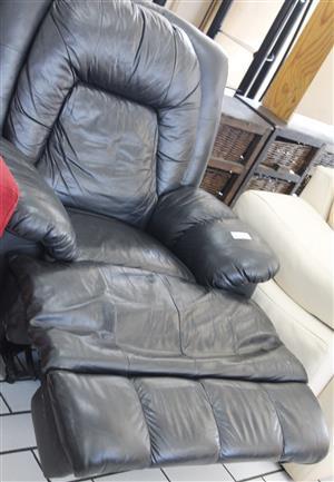 S034512A Black lazy boy couch #Rosettenvillepawnshop