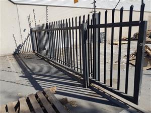 20m palisades fence, 2x 2m swing gates, 1x 6m roller gate, 1 x 4m roller gate