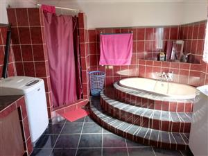 Kilnerpark , Moot , pta , huis te huur , house to let ,  house for rent , 5 bed , 3 bath , 2 garage , servant, store room , prepaid