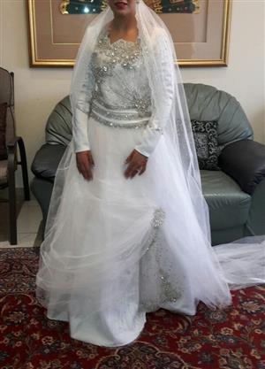 BEAUTIFUL ICE WHITE WEDDING GOWN