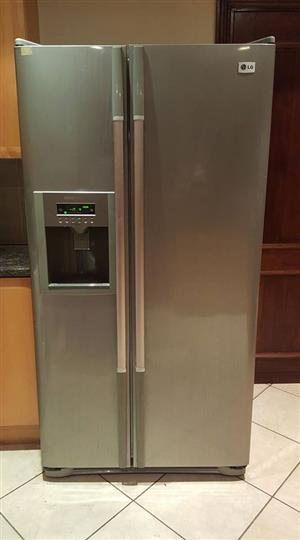 LG Side by side fridge/freezer with ice dispenser in excellent working condition