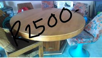Wooden round extendable table