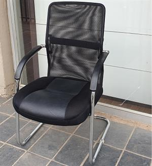 Pre-owned Ice visitors chairs in black mesh/leather