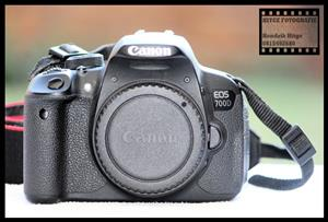 Canon EOS 700D - Battery Grip Bundle